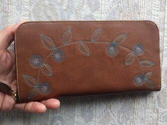 刺繍革財布『花かざり』牛革(ラウンドファスナー型)チェリーBROWNの画像