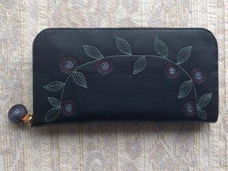 刺繍革財布『花かざり』牛革(ラウンドファスナー型)NAVYの画像