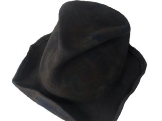 Square brim burned rabbit hatの画像