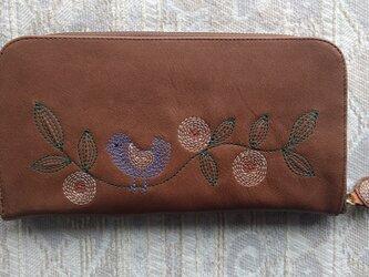 刺繍革財布『幸せの青い鳥』牛革(ラウンドファスナー型)チェリーBROWN×mixの画像