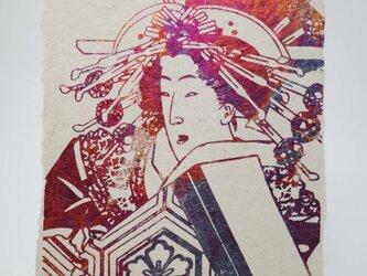 ギルディング和紙葉書 浮世絵女 赤混合箔の画像