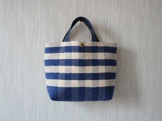 裂き織りのバッグM 紺×バニラ チェックの画像