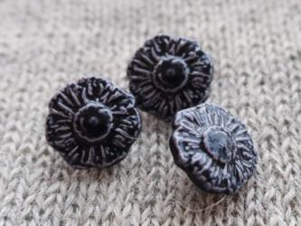 (3個) 黒いお花のボタン フランス製の画像