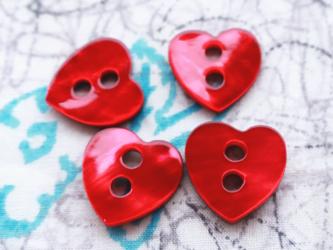 (3個) 赤いハートの貝ボタン フランス製の画像