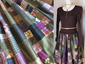 Dreamin' 絵画なパッチワーク ブーツ丈 ボリューム ギャザースカート モスグリーン 森の静けさの画像