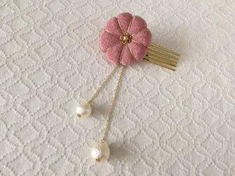 〈ちりめん細工〉菊のコーム(パール付き・退紅)の画像