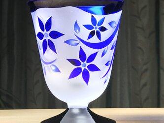 台付き小花グラス 無色×青+黒 (1個)の画像