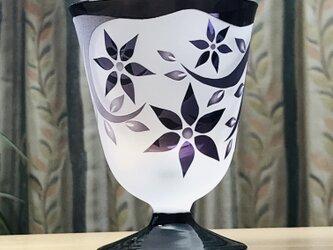 台付き小花グラス 無色×紫+黒 (1個)の画像