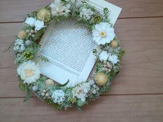 白い花々 とモスのwreath  の画像