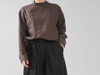 【wafu】中厚地 リネン 肩ボタン ブラウス シャツ スタンドカラー シェルボタン/アドーブラウン t019b-abn2の画像