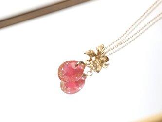 紅梅と金箔のガラス玉 ゴールドフラワーのネックレスの画像
