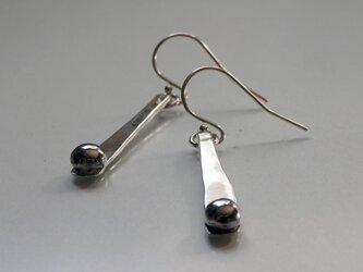 Silver Long Bar Earrings with Ballの画像