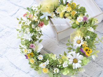 ちいさな春 マーガレットと小花 リース:デージー 黄色 白 ピンク パープル の画像