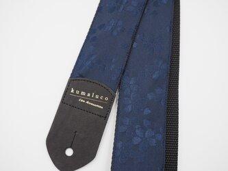 和風☆浮き出た桜に見える高級感のあるギターストラップ/紺青の画像