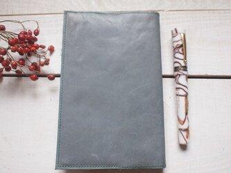 本革・新書サイズ グレイに鮮やか緑の糸の画像