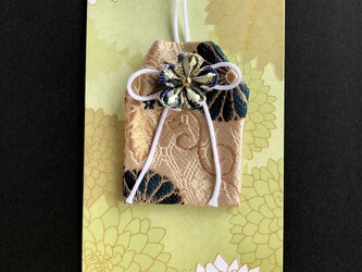 元巫女の花のお守り袋(青菊紋)の画像