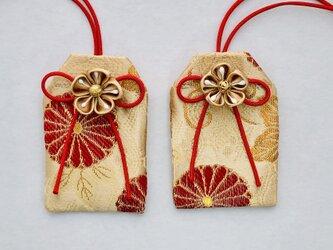 元巫女の花のお守り袋(赤円)の画像