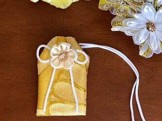 元巫女の花のお守り袋(黄金)の画像