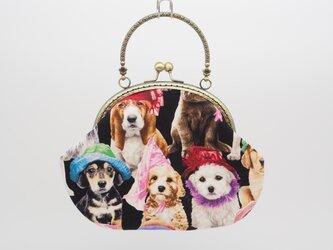 気持ち華やぐがま口バッグ(口金16.5センチ)帽子をかぶった犬の画像