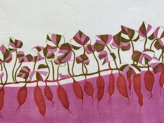 型染めてぬぐい「いもとむし」(ピンク)(綿100%・手染め捺染)の画像