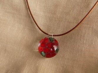 チューリップ・赤・ガラス球ネックレス・ガラス製・綿紐の画像