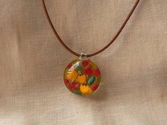 チューリップ・赤と黄色・ガラス球ネックレス・ガラス製・綿紐の画像
