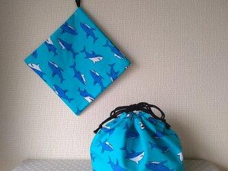 ランチ巾着と片紐コップ袋のセット サメの画像