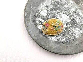 nuuno刺繍ブローチ「咲いてきたよ(YE)」の画像