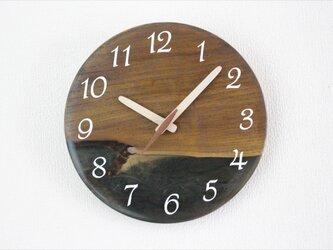 小さな世界が見えるかも? 直径22cm-01 木とレジンの掛け時計 River clockの画像
