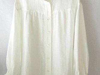 コットンのダブルガーゼのシャツ 白 ギャザーの画像