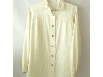 コットンのダブルガーゼのシャツ 生成り ギャザーの画像