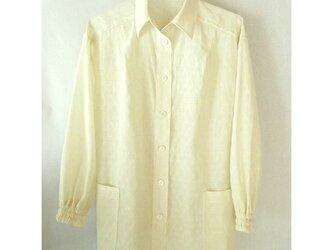 コットン 模様織りのシャツ 生成り ポケット付きの画像