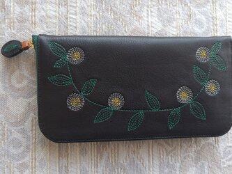 刺繍革財布『花かざり』牛革BLACK(ラウンドファスナー型)ファスナー濃緑色の画像