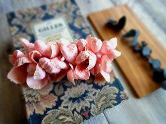 花びらのバレッタ ■ ふんわり優しいシルエット ■ アプリコットピンクの画像