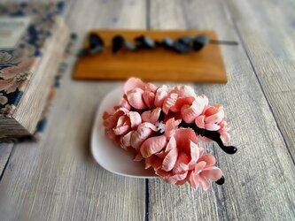 紫陽花のバナナクリップ ■ ふんわり優しいシルエット ■ アプリコットピンクの画像
