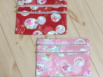 【動画あり】バッグインバッグに♪ 生成帆布3段ファスナー 小花柄 フラットポーチ 赤/青の画像