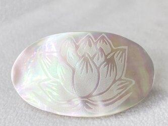 【受注製作】夜光貝を使用した蓮の花帯留めの画像