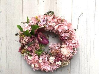 春のプリザーブドフラワー&ドライフラワー&アーティフィシャルフラワーのリース・ピンクの画像