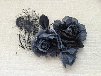 再販黒とグレーのグラデーションの薔薇の画像