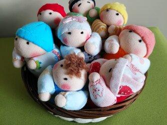 赤ちゃん人形8個(容器付き)送料無料の画像