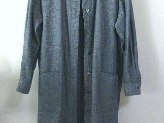 オーガニック木綿・インディゴ染めのロング丈のシャツの画像