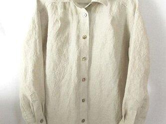 上質のベルギーリネンの生成りのシャツの画像