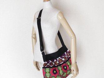 アフリカ布のショルダーバッグ   ルビーレッド × パンジーの画像
