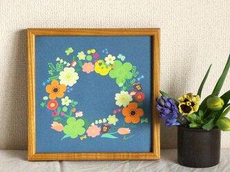 「春のリース(紺色)」20cm角ポスターの画像