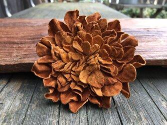 革花のブローチピン 3Lサイズ  キャメルの画像