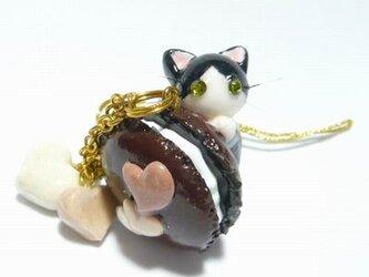 にゃんこのしっぽ○チョコマカロンのストラップ〇はちわれ猫の画像