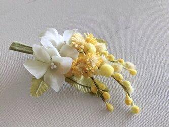 ミモザと紫陽花の布花コサージュの画像