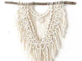 マクラメ編みタペストリー〜マンサクの枝とコットン生成り糸(#30)で♪の画像