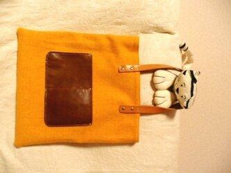 ハリスツイード(オレンジ)×ブラウンレザーバッグの画像