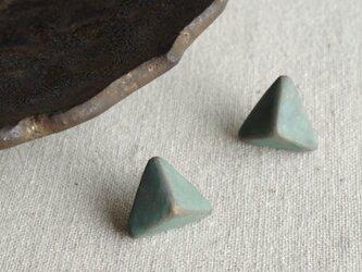 『錆び色の三角錐』耳飾り ピアス/イヤリング 緑青 くすみ スモーキー f-27-2の画像